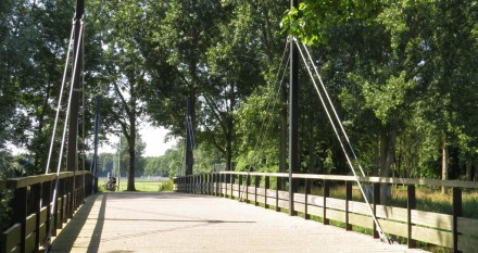 Over de Sportbrug naar het sportpark