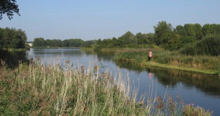 Hannie Schaftpark - Zuidoever Leeghwaterplas vanaf Slingebeekstraat