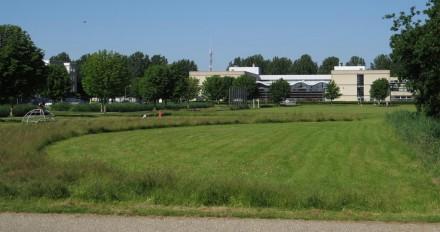 Het Oostvaarderscollege langs de Polderdreef